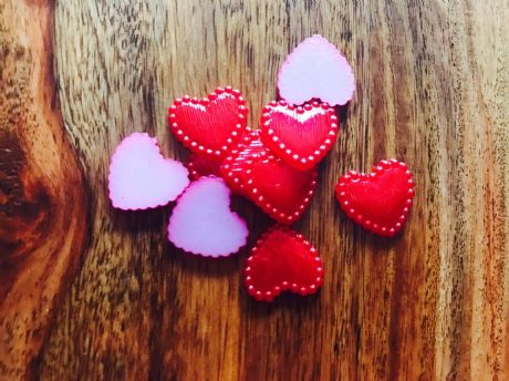 10 x 15MM RED HEART PEARL AFFECT PLASTIC FLAT BACK RESIN CENTRES HEADBANDS BOWS CARD MAKING